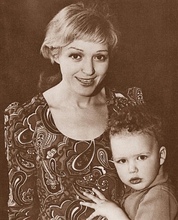 Алла Балтер и ее сын Максим Виторган. / Фото: www.games-of-thrones.ru