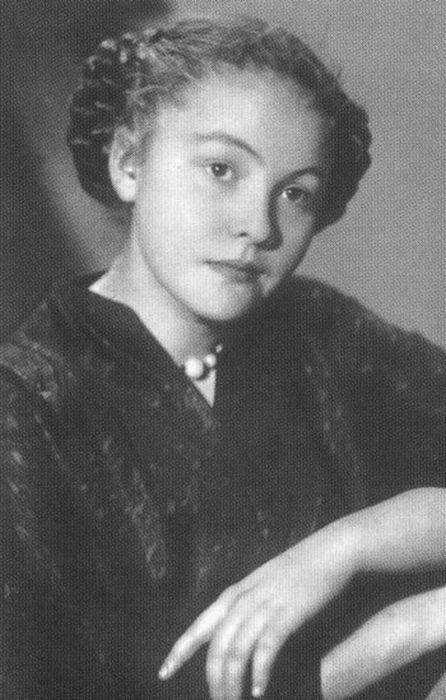 Белла Ахмадулина, 1955 г. / Фото: www.detectivebooks.ru