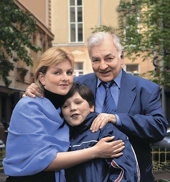 Михаил Державин с дочерью и внуком. / Фото: www.cdn.tele.ru