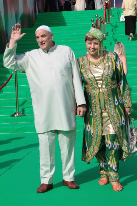 Алексей Петренко и Азима Абдумаминова. / Фото: www.cdn01.ru