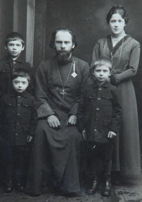 Александр Иванович Боярский с женой и детьми. / Фото: www.story.ru
