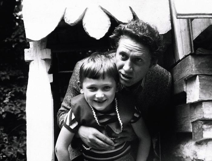 Юрий Кузьменков с сыном. / Фото: www.7days.ru