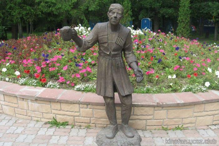 Памятник Балбесу в Череповце. / Фото: www.bigbosses.ru