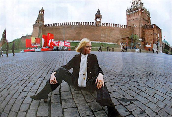 Та самая фотография, из-за которой манекенщицу обвинили в антисоветской пропаганде. / Фото: www.fishki.net