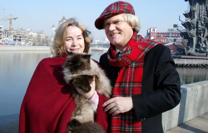 Юрий и Елена Куклачевы с кошкой. / Фото: www.radiuscity.ru