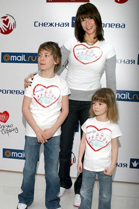 Ольга Слуцкер со старшими детьми. / Фото: www.woman.ru