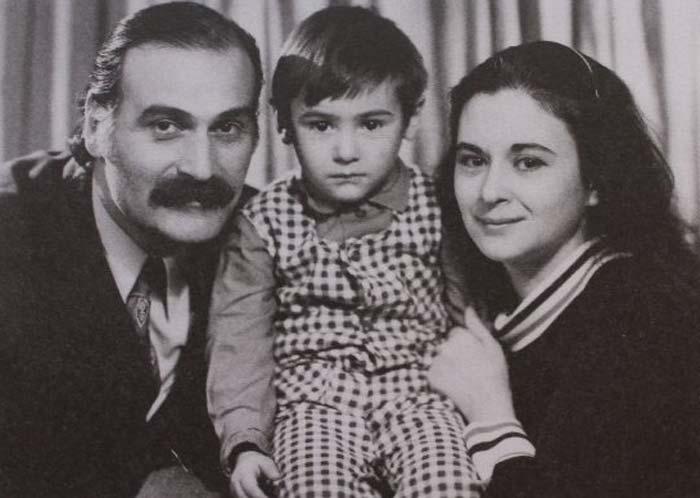 Кахи Кавсадзе и Белла Мирианашвили с сыном. / Фото: www.stuki-druki.com