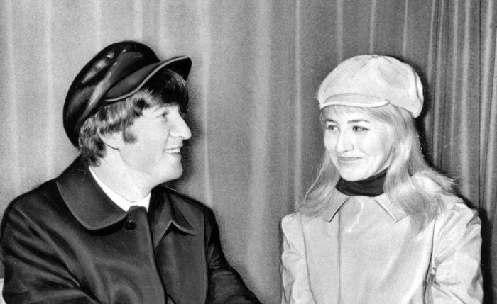 Джон и Синтия Леннон. / Фото: www.wordpress.com
