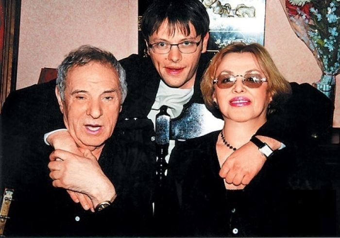 Пётр и Мира Тодоровские с сыном. / Фото: www.tele.ru