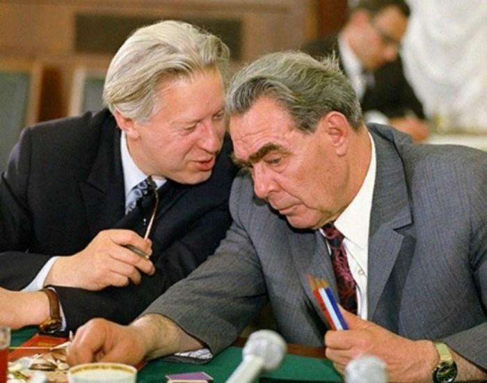 Леонид Брежнев и Леонид Замятин. / Фото: www.visualrian.ru