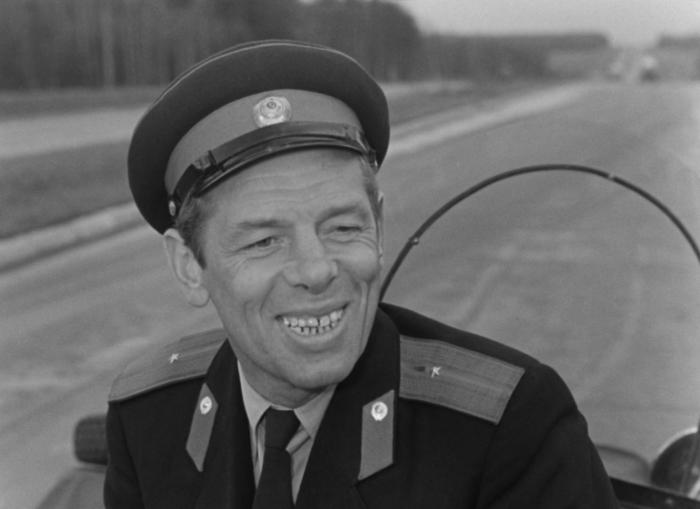 Георгий Жженов, кадр из фильма «Берегись автомобиля». / Фото: www.raywell.ru