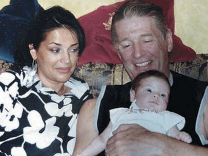 Александр и Юлия Абдуловы с дочерью. / Фото: www.romashka-smile.ru