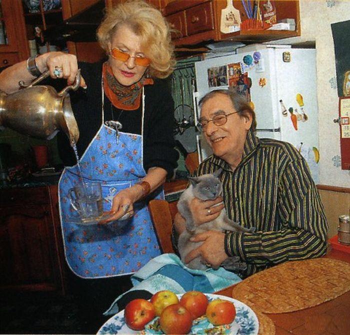 На съемочной площадке жена режиссер и продюсер, а дома - заботливая супруга. / Фото: www.gardemariny.narod.ru