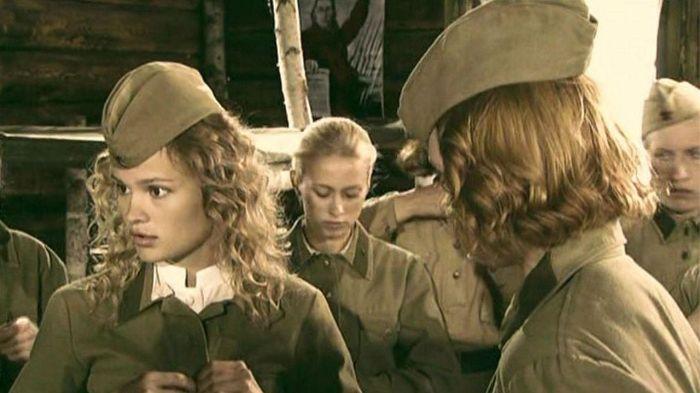 Кадр из фильма «А зори здесь тихие…» режиссёра Мао Вэйнин. / Фото: www.tvcollect.me