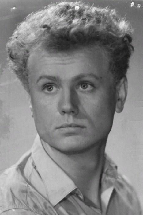 Юрий Смирнов в молодости.  / Фото: www.kino-teatr.ru