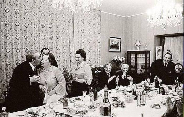 Леонид Брежнев встречает Новый год с семьёй. / Фото: www.proza.moscow