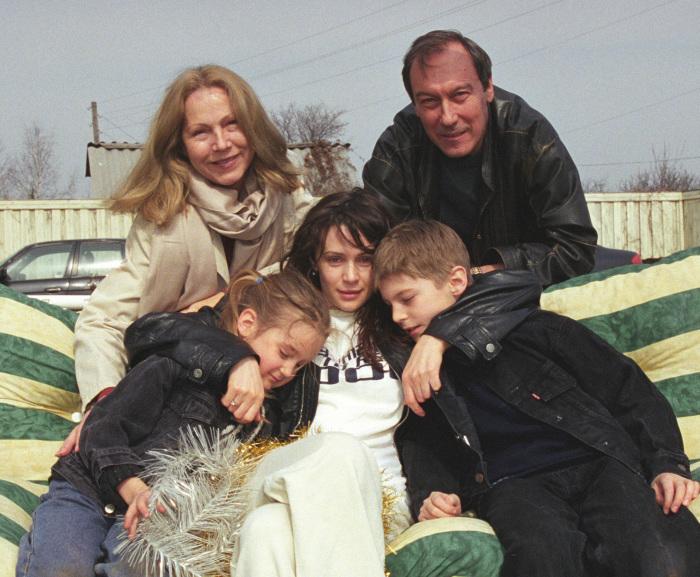 Олег Янковский с семьей. / Фото: www.woman.ru