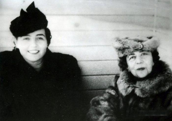 Зоя Воскресенская и Александра Коллонтай. / Фото: www.yaplakal.com