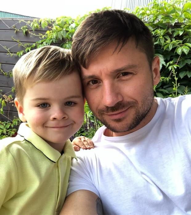 Сергей Лазарев с сыном. / Фото: www.loveradio.ru