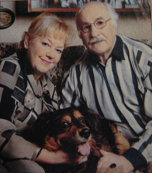 Владимир Зельдин и Иветта Карпралова со своей собакой. / Фото: www.my-muzh.ru