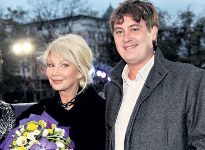 Татьяна Веденеева с сыном Дмитрием. / Фото: www.stuki-druki.com