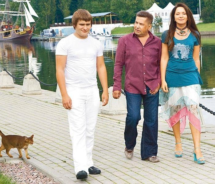 Николай Расторгуев с женой и младшим сыном. / Фото: www.group-lube.ru