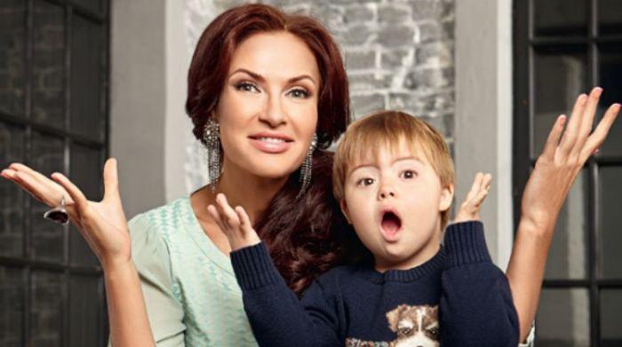 Эвелина Блёданс с сыном Семёном. / Фото: www.anews.com