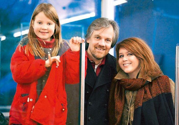 Янина Лисовская с мужем и дочерью. / Фото: www.7days.ru