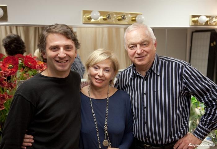 Татьяна и Сергей Никитины на выступлении с сыном Александром в Бруклине. / Фото: www.sergeytatiananikitiny.com