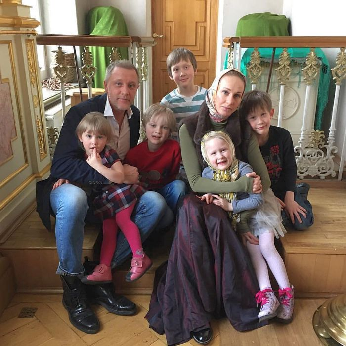 Сергей Горобченко и Полина Невзорова с детьми. / Фото: www.tele.ru