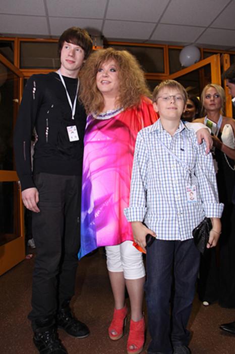 Алла Пугачёва с внуками Никитой и Дени. / Фото: www.woman.ru
