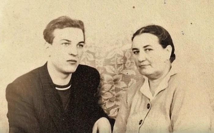 Алексей Петренко с мамой. / Фото: www.1tv.ru