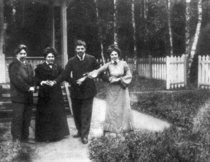 Суриковы и Кончаловские, 1903 г. / Фото: www.indbooks.in