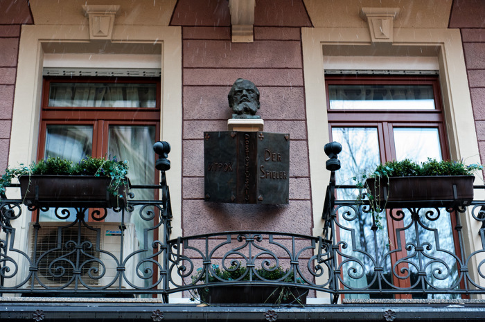 Барельеф Фёдора Достоевского в Баден-Бадене. / Фото: www.sergiev.ru