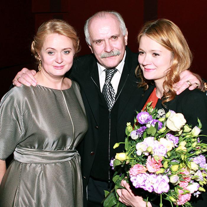 Никита, Анна и Надежда Михалковы. / Фото: www.woman.ru
