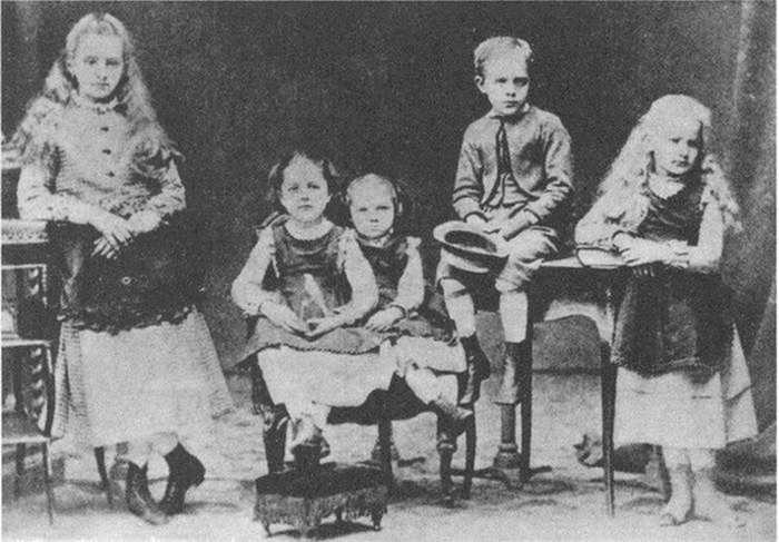 Дети Склодовских./ Фото:  www.pikabu.ru
