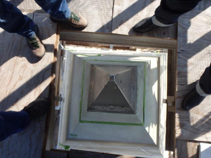 Алюминиевый пирамидион на вершине монумента Вашингтону. / Фото: www.atlasobscura.com