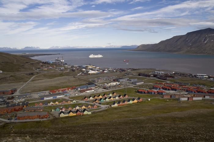 Город Лонгйир, архипелаг Шпицберген. / Фото: www.wikimedia.org