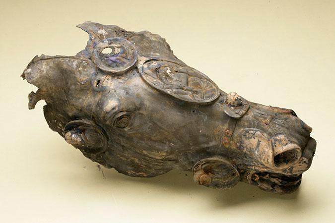 Вид вершины конной статуи всадника. / Фото: www.archaeologie-online.de