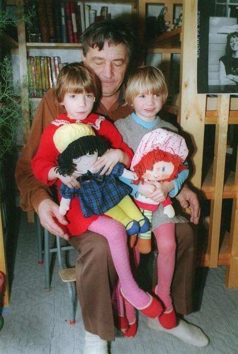 Эдуард Успенский с дочерьми. / Фото: www.penza.kp.ru