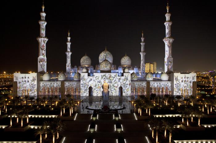 Мечеть шейха Зайда особенно хороша в вечернее время. / Фото: www.zabron.ru
