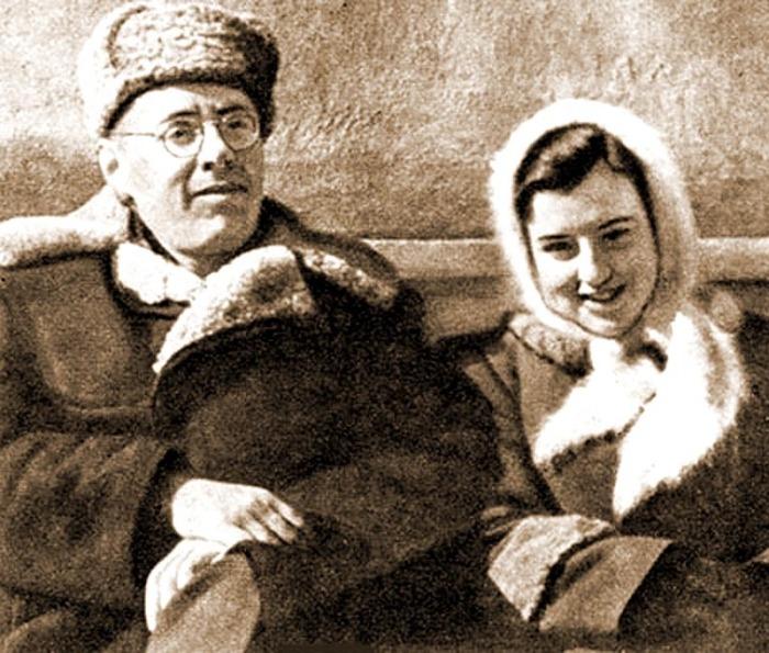 Юрий Левитан с дочерью Натальей. / Фото: www.evreimir.com