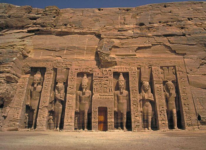 Вход в Малый храм. / Фото: www.putivodi.ru