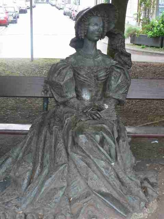 Памятник королеве Анне Павловне в Гааге. / Фото: www.kazakural.ru