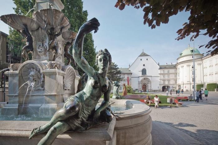В летнее время фонтан очень красив. / Фото: www.amazonaws.com