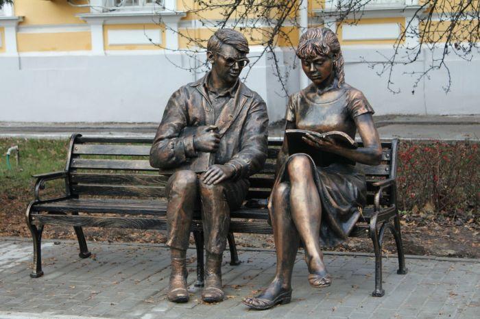 Памятник Шурику и Лиде в Рязани. / Фото: www.edu.interfax.ru