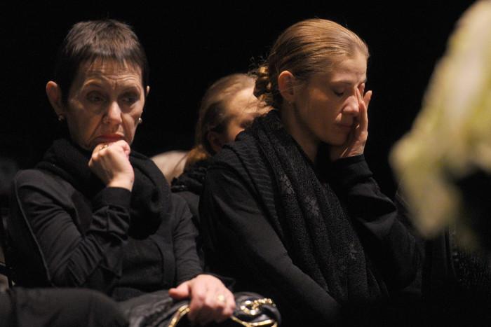Тамара Золотухина и Ирина Линдт оплакивают любимого человека. / Фото: www.woman.ru