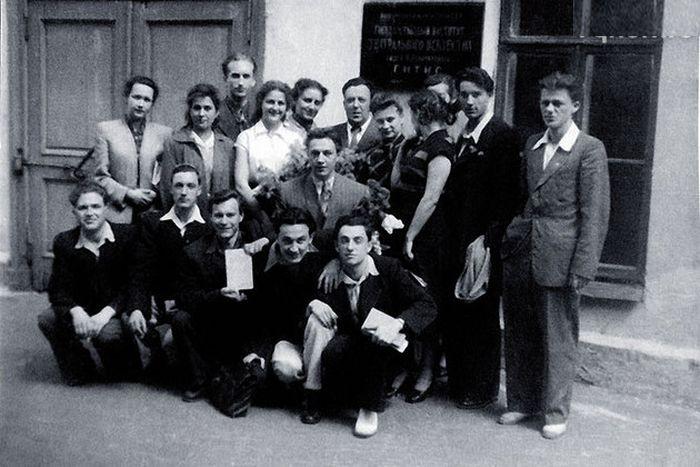 С однокурсниками по ГИТИСу. / Фото: из личного архива М. Захарова