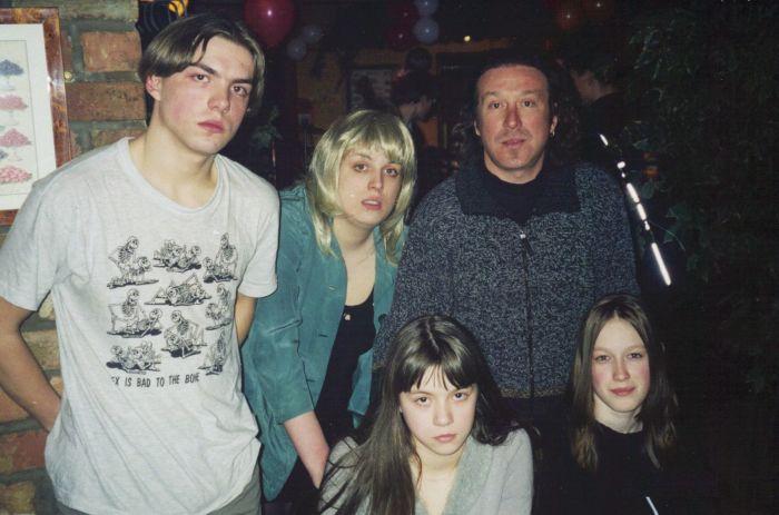 Владимир Кузьмин с первой женой и детьми. / Фото: www.peoples.ru