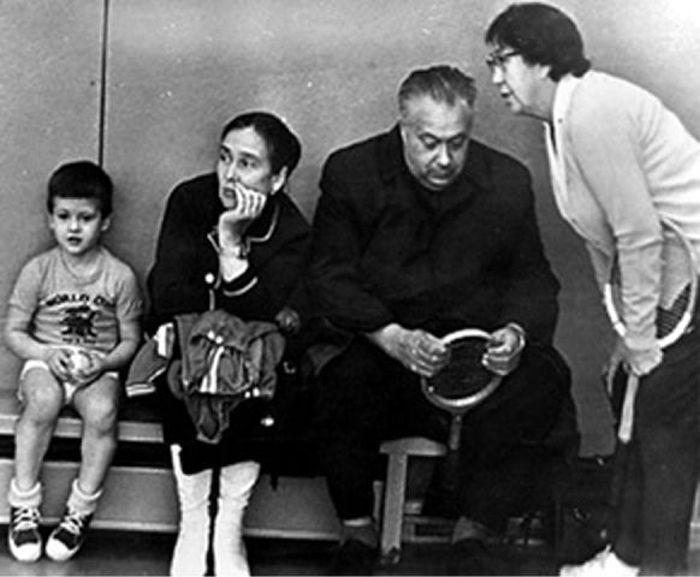 На тренировке с сыном Колей, женой Маргаритой и тренером Ниной Тепляковой. / Фото: www.sport-efir.ru